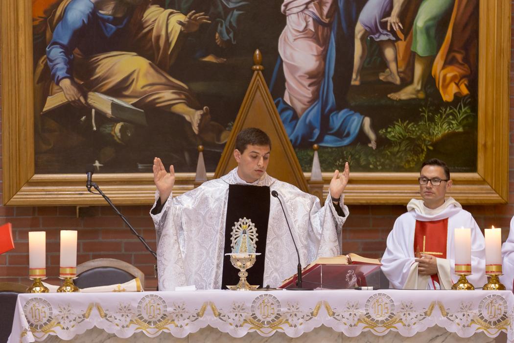 В Кафедральном соборе Новосибирска состоялась Примиция неопресвитера Максима Гурезова, IVE