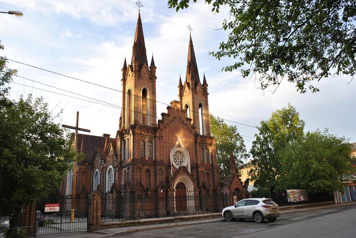 Католики обратились в суд с просьбой признать здание красноярского органного зала их собственностью