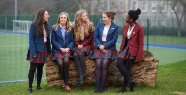 СМИ: в британских школах начали запрещать юбки из-за прав трансгендеров