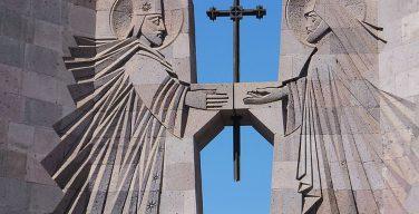 Аналитик: судьбу католикоса Гарегина II пытаются решить на митинге