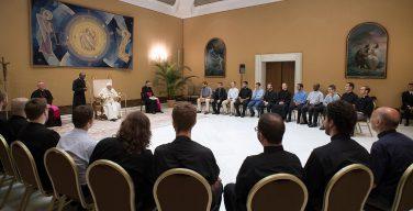 Папа призвал иезуитов помогать безработным
