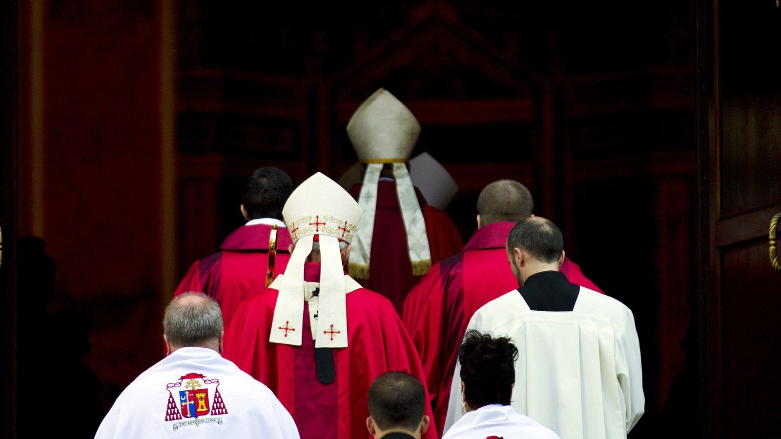 СМИ: Всех католических епископов США призвали уйти в отставку