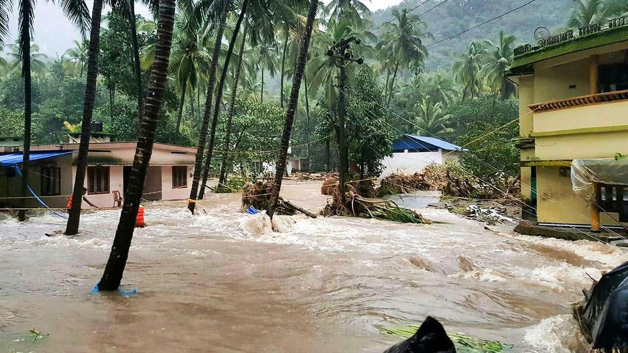 Наводнение в Керале: 400 священников вышли на помощь