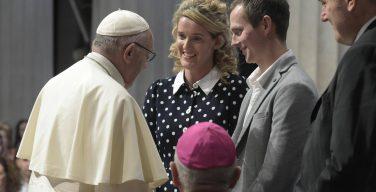 Папа — супругам: мир нуждается в революции нежной любви