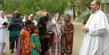 Ирландия отказалась выдавать визы на Всемирную встречу семей тысячам пакистанских христиан