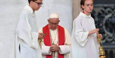 Папа — министрантам: служить славе Божьей во всём