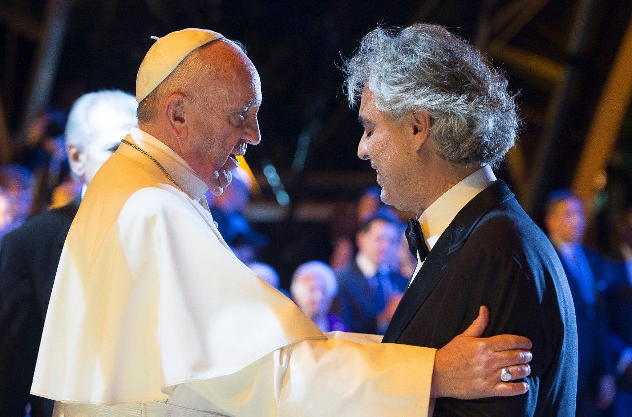 Андреа Бочелли: я рад петь в Дублине для Папы и для семей