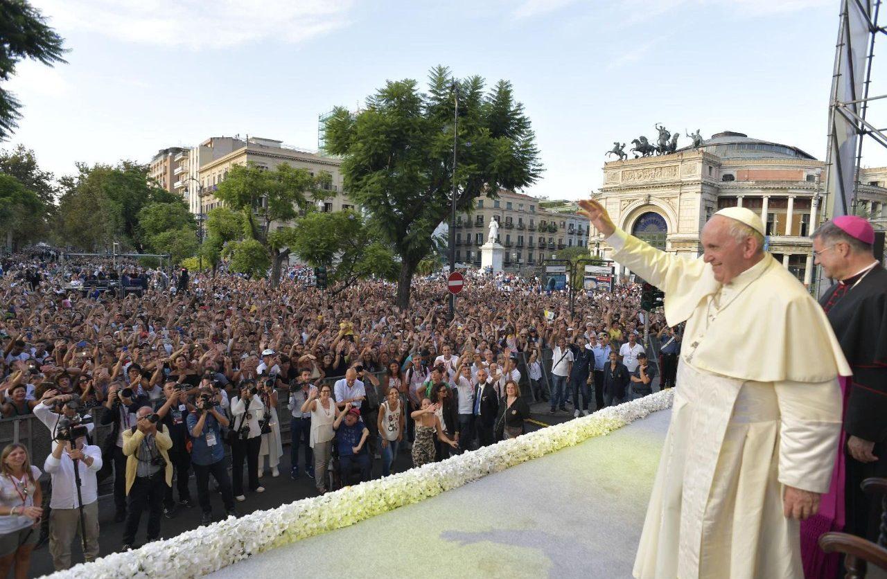 Папа — молодёжи: нельзя услышать голос Бога, лёжа на диване