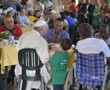 Папа пообедал с бедными в благотворительном центре в Палермо (+ ФОТО)