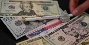 Суд в США отказал в иске с просьбой убрать с долларов фразу «На Бога уповаем»