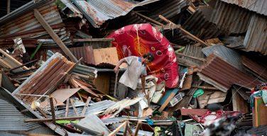 Индонезийское землетрясение и цунами: не менее 832 погибших