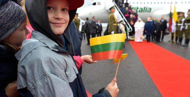 Папа Франциск прибыл с Апостольским визитом в Вильнюс (+ ФОТО)