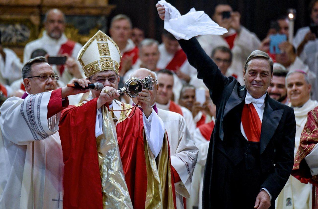 Архиепископ Неапольский объявил о повторении «Чуда святого Януария» (ФОТО)