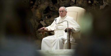 Папа лишил сана двух чилийских епископов