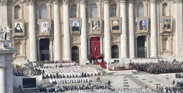 Папа Франциск причислил к лику святых семерых блаженных, среди которых Павел VI и архиепископ Оскар Арнульфо Ромеро