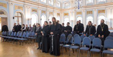 Православные и католики провели конференцию, посвященную богословскому осмыслению проблем зависимости