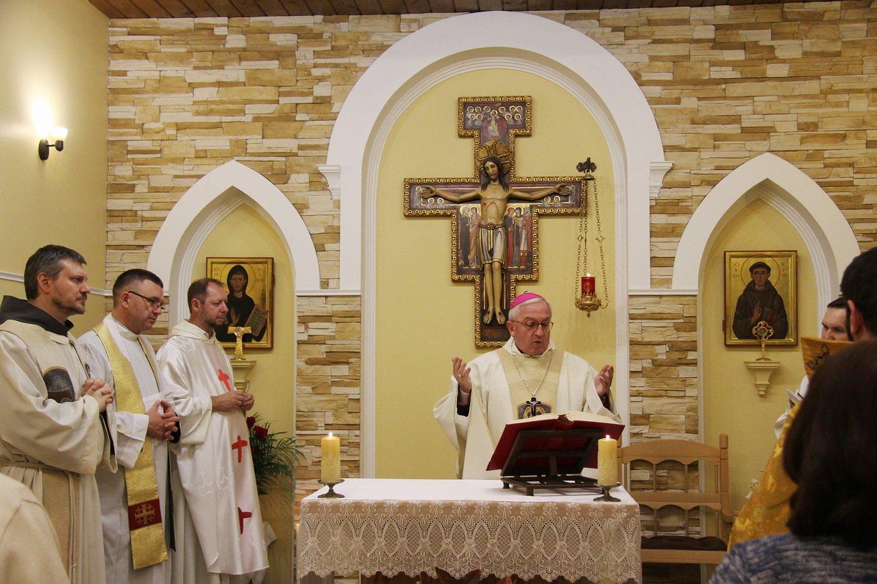 Апостольский нунций в РФ возглавил Мессу в обители духовных чад св. Франциска Ассизского