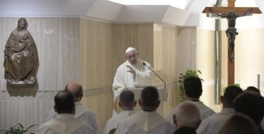 Папа Франциск на Мессе в Доме Св. Марфы: следует быть «надоедливыми» в молитве