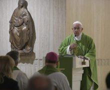 Папа Франциск на Мессе в Доме Св. Марфы: путь к миру — это смирение, кротость и терпение