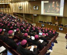 XV Генеральная ассамблея Синода епископов: Папа Франциск вручил молодежи Компендиум социального учения Церкви, а ее участники отправились в паломничество