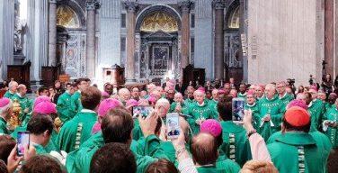 Два призвания апостола Петра: о чем проповедовал архиепископ Рино Физикелла для участников Синода