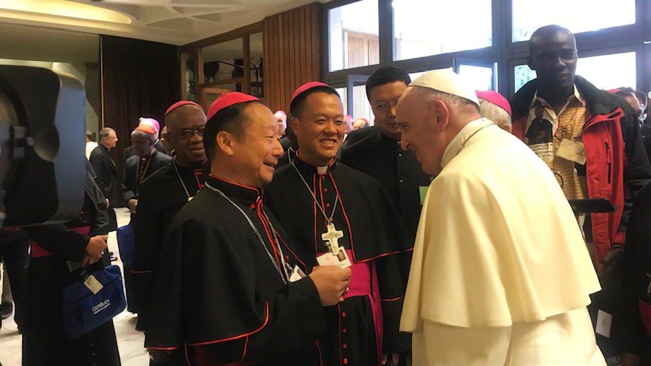 Папа Франциск встретился с двумя Отцами Синода из Китая (ВИДЕО)