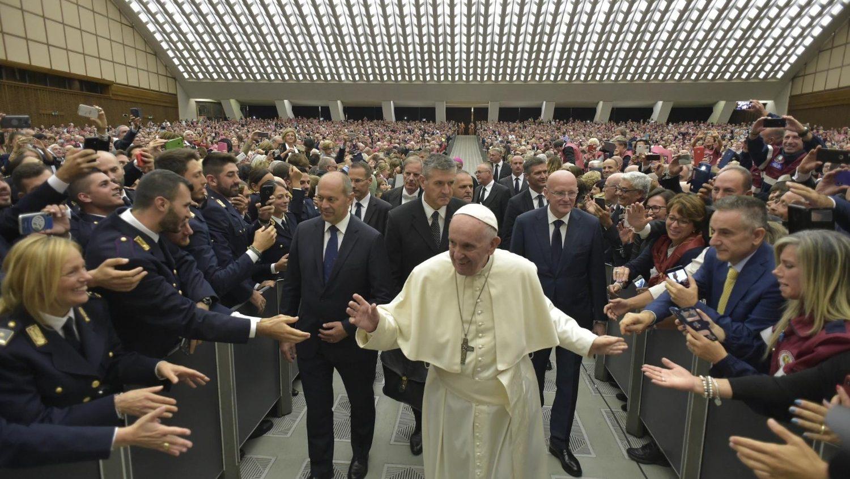 Папа призвал полицейских служить самым последним