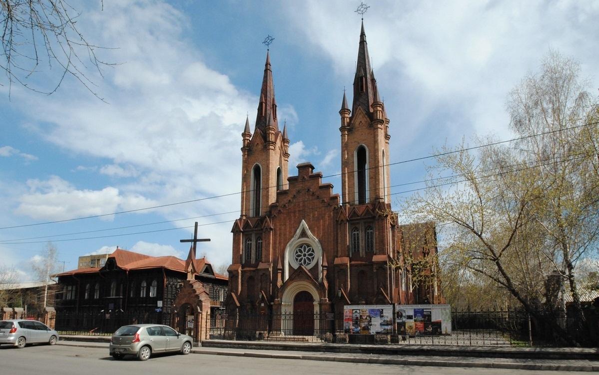 Суд отказался передать историческое здание костела в Красноярске католической общине