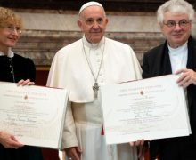 Папа Франциск приветствовал лауреатов премии Йозефа Ратцингера и призвал изучать наследие Бенедикта XVI