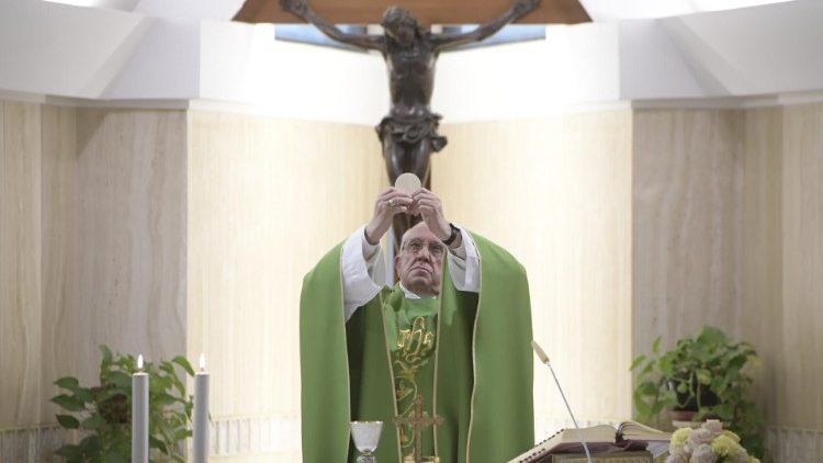 Папа Франциск на Мессе в Доме Св. Марфы: нельзя отвечать на призыв Иисуса отговорками