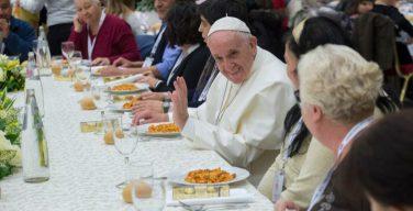 В ближайшее воскресенье вместе с Папой Франциском пообедает 3 тысячи бедняков