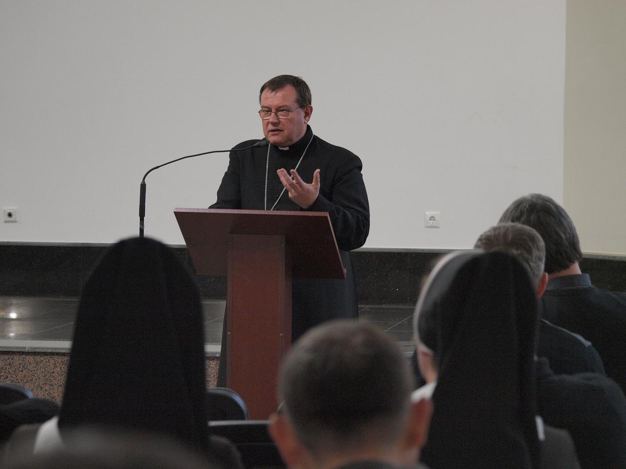 Синод: Послесловие. Выступление архиепископа Павла Пецци перед священниками и монашествующими