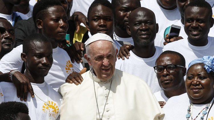 Папа Франциск перенес Всемирный день мигранта и беженца на новую дату