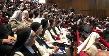 Папа: созерцательное монашество – маяк для человечества