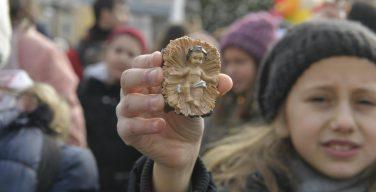 Традиционное благословение фигурок Младенца Иисуса для рождественских яслей (+ ФОТО)