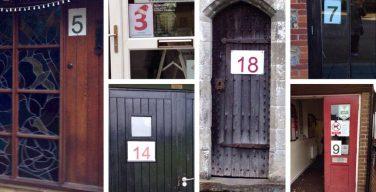 Жители английской деревни Редборн превратили адвент-календарь в многодневный фестиваль сюрпризов