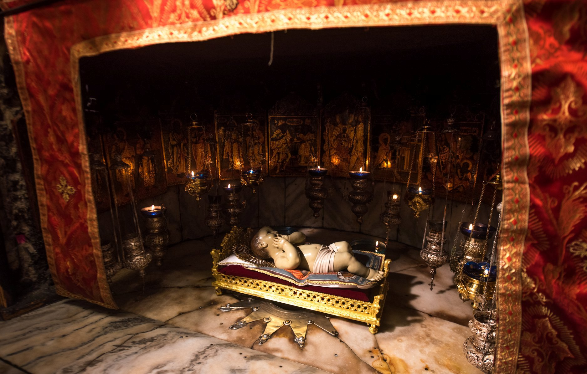 Кустод Святой Земли: Богомладенец освещает ночь человечества