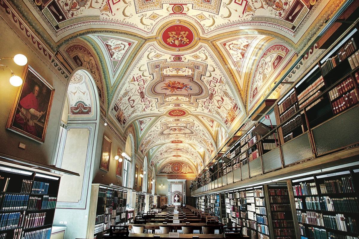 Папа Франциск посетил Ватиканскую Апостольскую библиотеку (ФОТО)