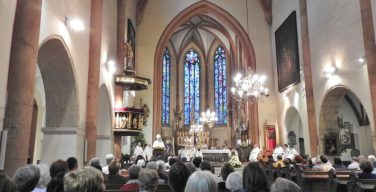 Зачем нужно ходить в церковь, если я и так крещен, верю и молюсь?