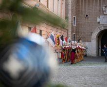 Швейцарская гвардия поздравляет всех с наступающим Рождеством (ВИДЕО)