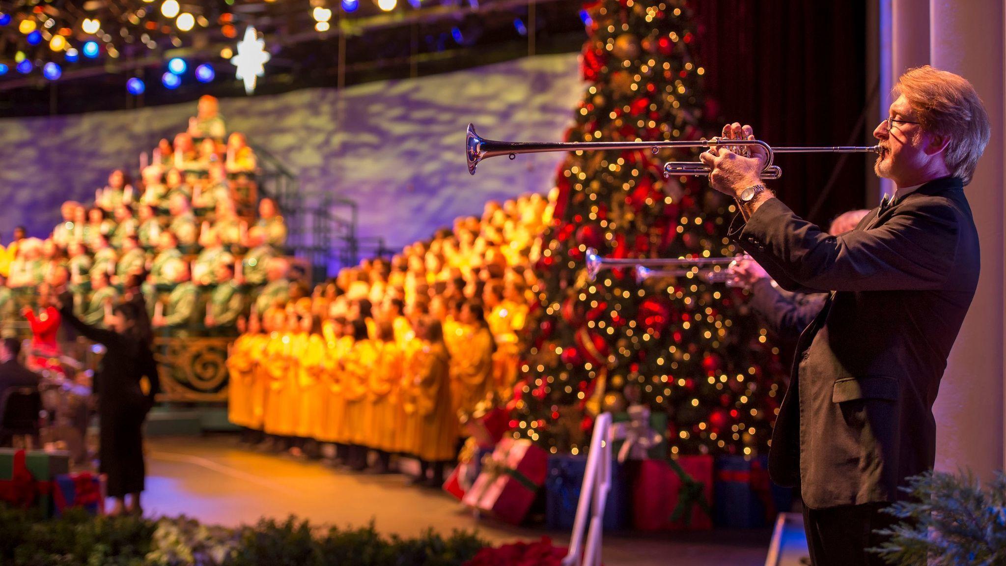 В парке Walt Disney World начался сезон традиционного рождественского шоу «Шествие при свечах»