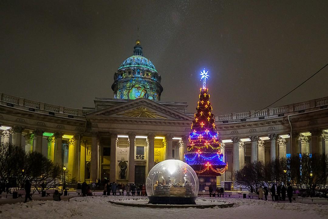 К Рождеству на куполе Казанского собора вПетербурге представили икону Божией Матери (ФОТО + ВИДЕО)