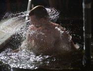 Католические семинаристы приняли участие в крещенских купаниях