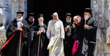 Папа призвал христиан молиться о единстве