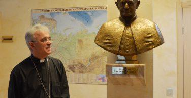 Сотрудники курии Преображенской епархии прочитали молитву Angelus, почтив память епископа Александра Хиры