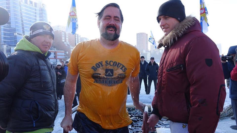 Генконсул США во Владивостоке окунулся в крещенскую купель