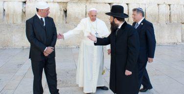 Папа написал предисловие к «Библии дружбы»