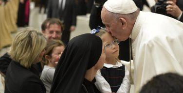 Молиться с сердцем ребенка. Общая аудиенция 16 января (+ ФОТО)