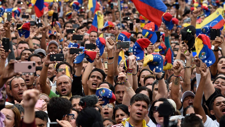 Папа следит за ситуацией в Венесуэле и молится за всех венесуэльцев