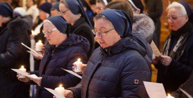 Монашествующие и члены институтов посвященной Богу жизни обновили свои обеты